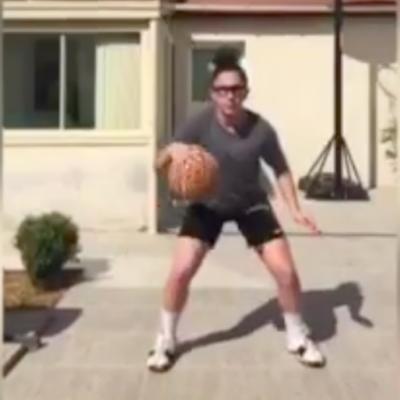 Viens jouer au basket de chez toi avec nous