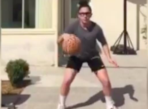 Viens jouer au basket avec nous - coach Laura video N°2